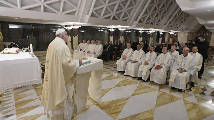 """Папа проповедует в часовне """"Дома святой Марты"""" / vaticannews.va"""