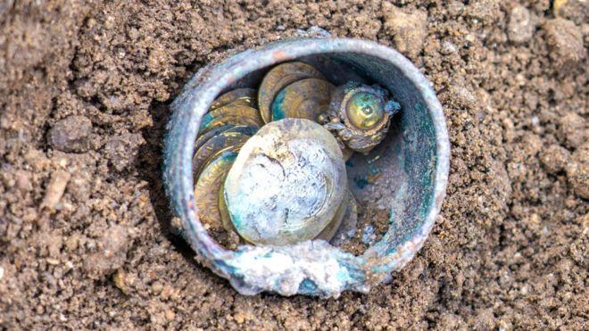 Рідкісна знахідка була виявлена в щілини в стіні кам'яного будинку \ YANIV BERMAN