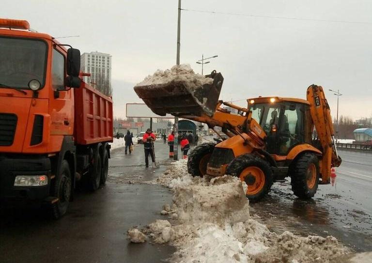Комунальники вивезлиз вулиць Києва 5,5 тисяч тонн снігу / фото kyivcity.gov.ua