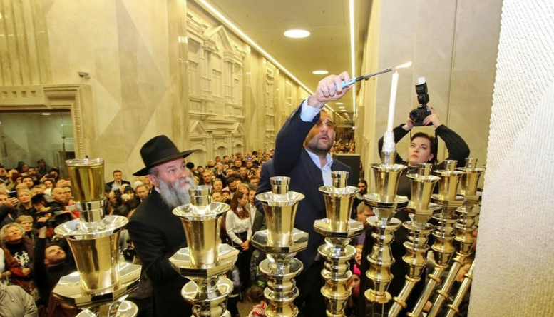У Дніпрі запалили головну Ханукію / Фото djc.com.ua