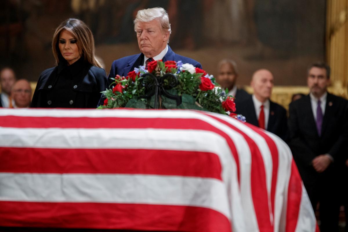 Дональд та Меланія Трамп на церемоніїї прощання з померлим екс-президентом США Джорджем Бушем-старшим / REUTERS