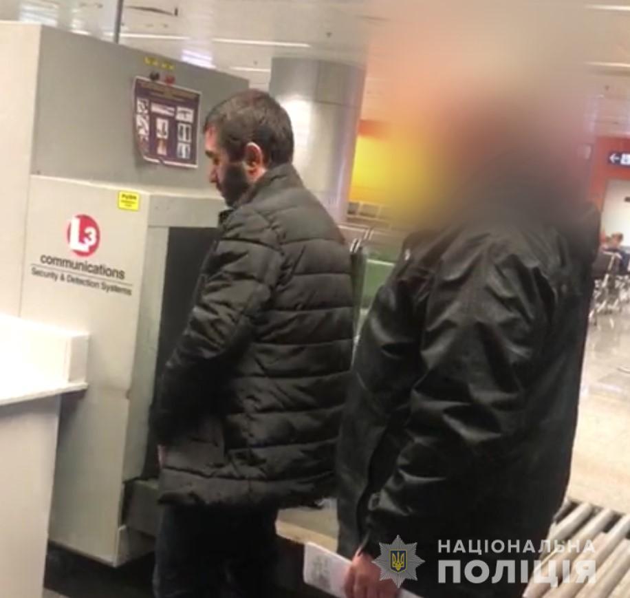 Поліція депортувала громадянина Грузії із забороною в'їзду в Україну на 3 роки / фото kyiv.npu.gov.ua