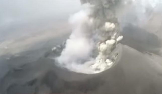 У селищах поблизу схилів вулкана мешкає майже 8 тисяч людей / скріншот відео ТСН