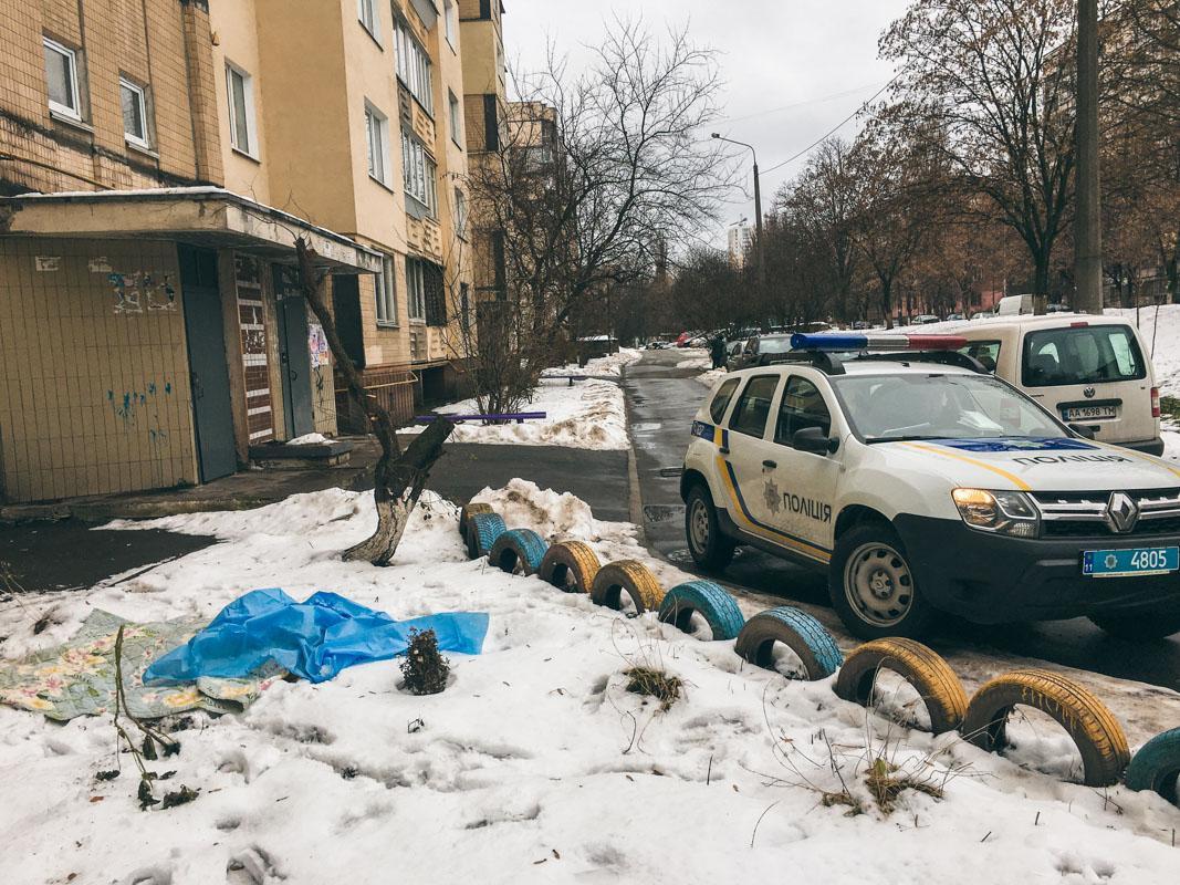 Тіло пенсіонера виявили близько 8.00 / фото Андрій Шматов / Інформатор