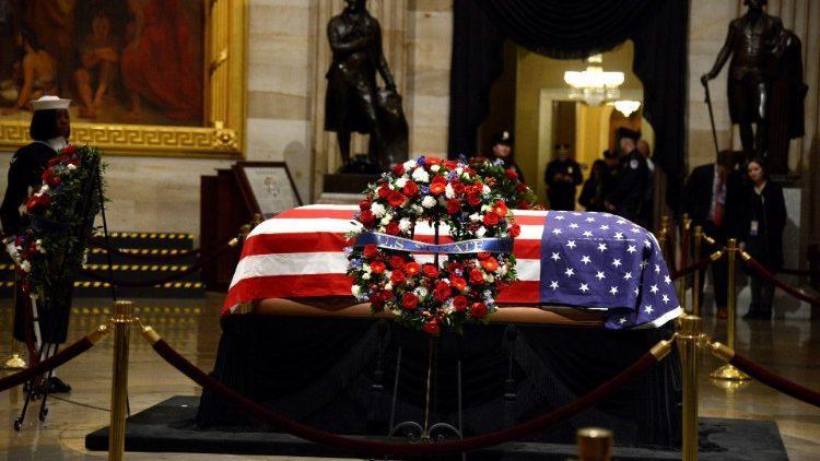 Прощание с Джорджем Бушем-старшим в Вашингтоне / vaticannews.va