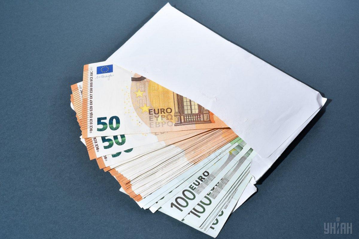 По мнению экспертов, Украина едегодно деряет 6 миллиардов долларов из-за теневой занятости / фото УНИАН