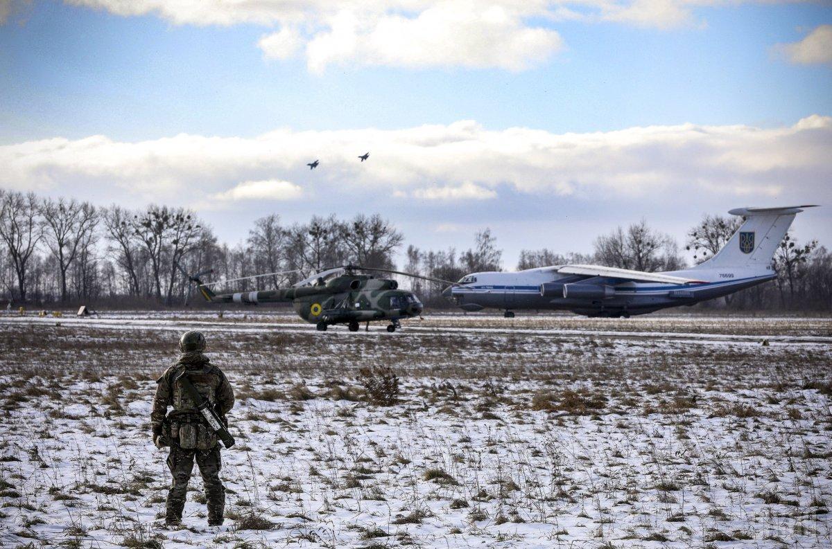 Генштаб существенно усилил группировку войск на потенциально опасных направлениях / фото УНИАН