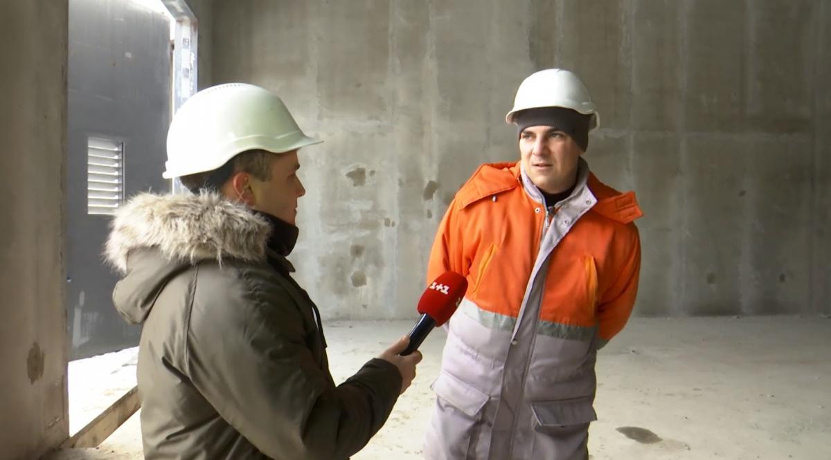 Про будівництво розповідає керівник об'єкту, представник компанії забудовника Олексій Іщук