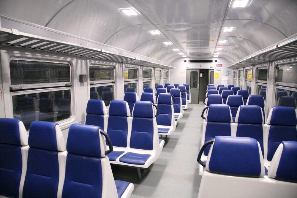 В новом поезде вместо деревянных сидений установлены комфортные сидения \ пресс-служба ЮЖД
