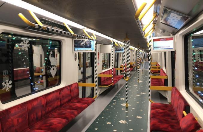 У Варшаві запустили різдвяні поїздиметро / фото transport publiczny