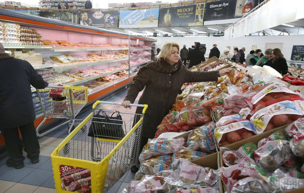 В Украине потребительская корзина содержит только самые дешевые продукты / фото УНИАН