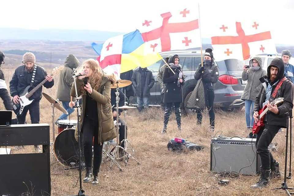 Мирная акция протеста против оккупации «Музыкальная оккупация» в селе Атоци, Грузия. 2018 / фотоЕгор Куроптев