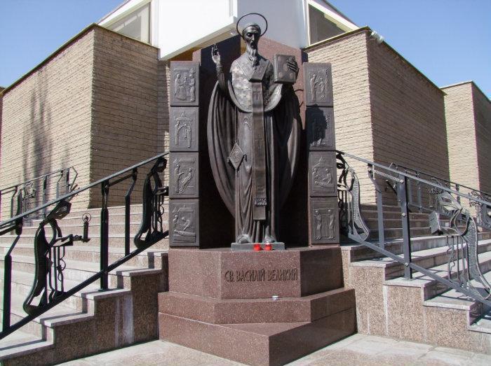 Монумент Василю Великому в Києві \ фото з відкритих джерел