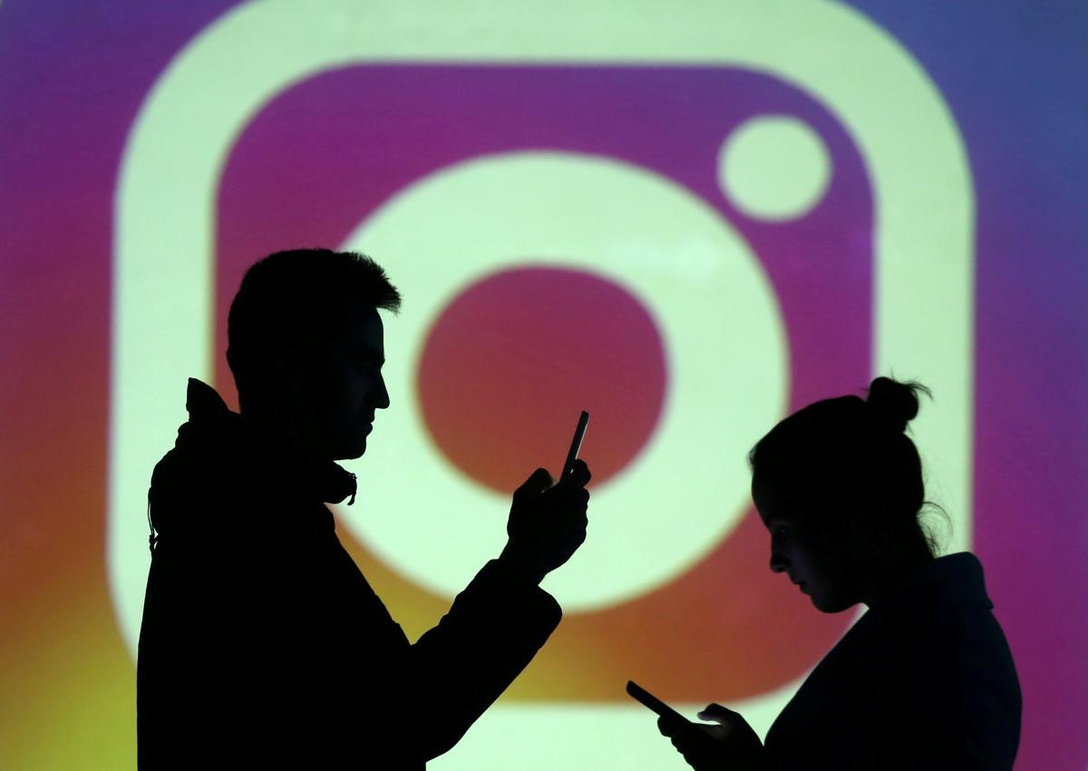 Більшість знаменитостей люблять спілкуватися зі своїми шанувальниками за допомогою онлайн-ефірів, однак цим можуть скористатися шахраї / фото REUTERS