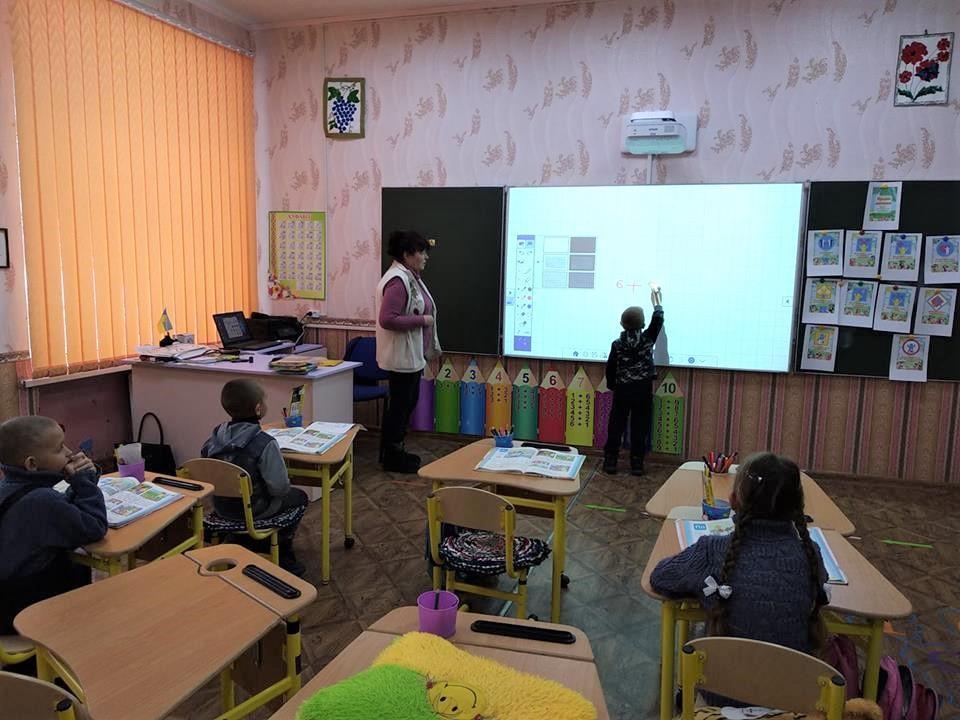 Новосад рассказала о работе опорных школ / фото facebook.com/Лариса Жеденко