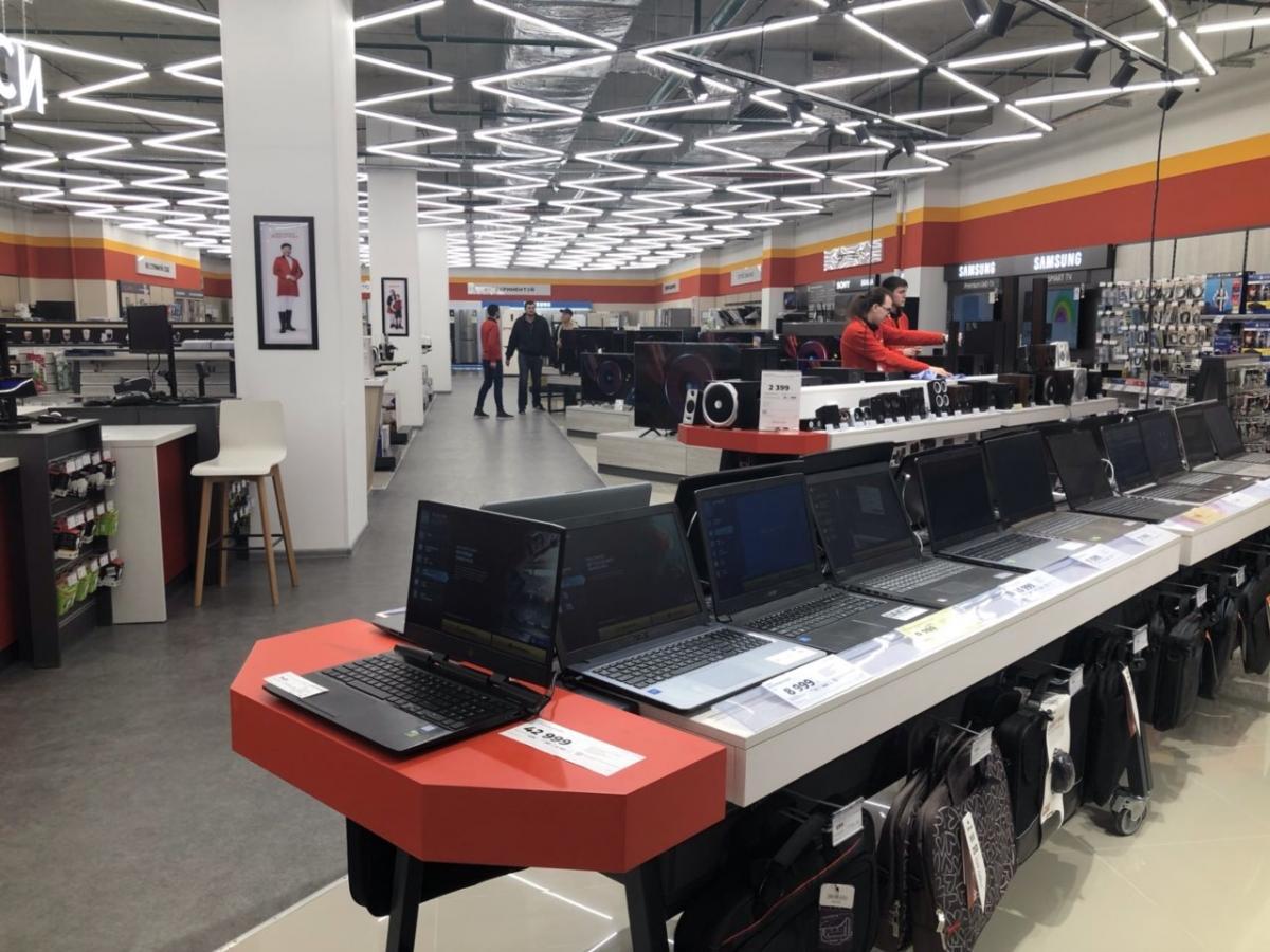 6548eb1e5688 В дни открытий на входе в магазин посетителей будут встречать большой  почетный караул «британских королевских гвардейцев», ритм работе новых  магазинов ...