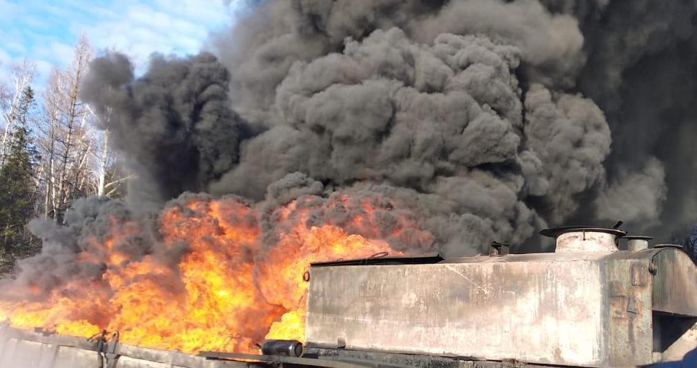 Во Львовской области горит нефтяное месторождение / фото lviv.dsns.gov.ua