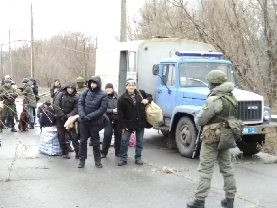 З окупованого Луганська Україні передали 42 ув'язнених