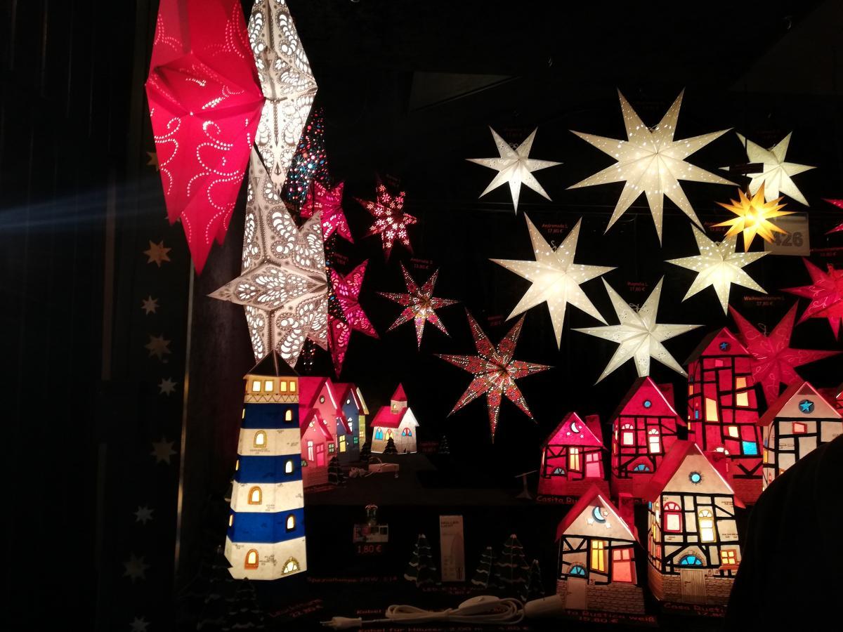 В Германии очень популярны объемные лампы-звезды (Дортмунд) / Фото Марина Григоренко