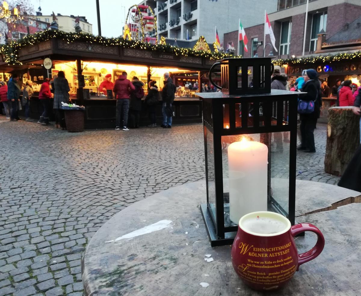 Традиционный глинтвейн всегда подают в праздничных чашечках (Кельн) / Фото Марина Григоренко
