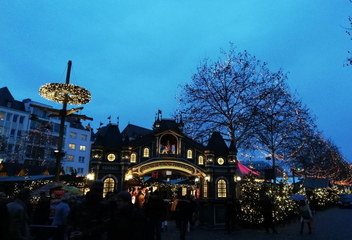 Немецкие ярмарки - это настоящие сказочные городки (Кельн) / Фото Марина Григоренко