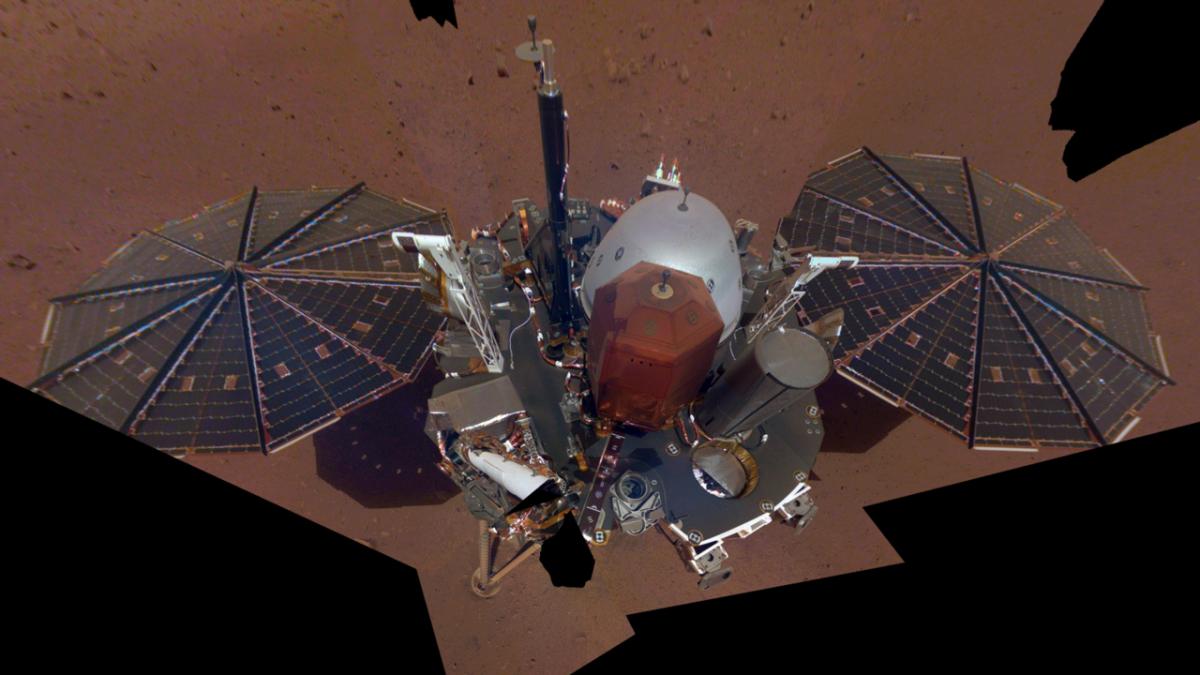 Зонд InSight сделал первые «селфи» наповерхности Марса
