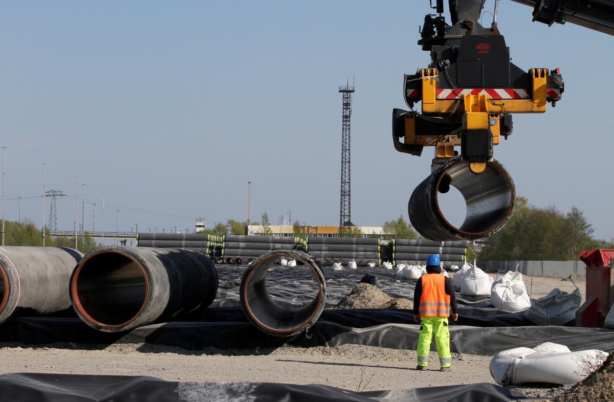 Труба газопровода на глубинах 65-70 м укладываетсяв два раза быстрее, чем на значительно меньших глубинах / Иллюстрация REUTERS
