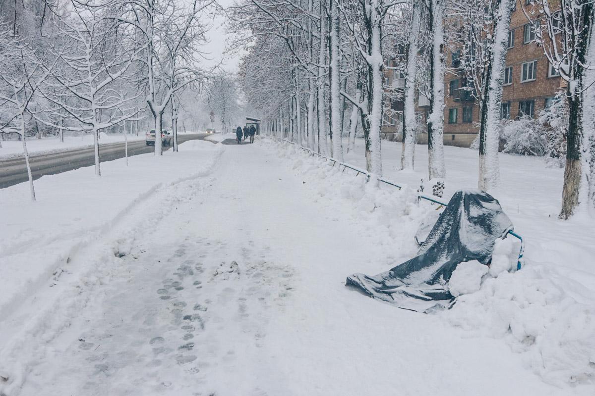 У Києві чоловік помер по дорозі на роботу, не дійшовши 30 метрів до зупинки