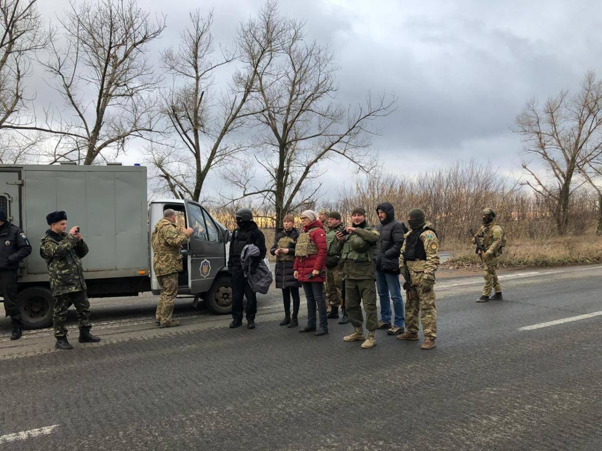 """Бойовики """"ДНР"""" передали Україні 13 засуджених"""
