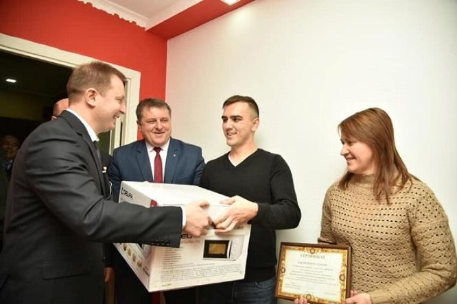 На Тернопільщині 23-річний сирота отримав від держави 2-кімнатну квартиру