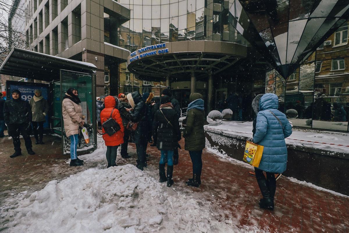 Из здания Фонда гарантирования вкладов эвакуировали людей из-за сообщения о минировании / фото Дмитрий Щерблюк / Информатор