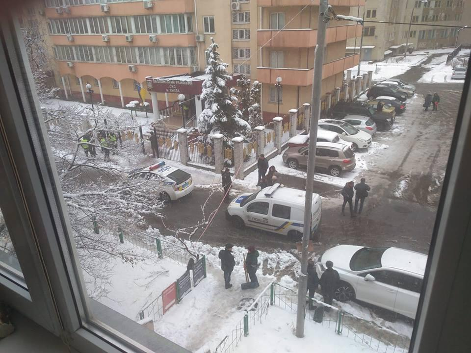 Также поступило сообщение о минировании Оболонского суда / фото Андрей Кужим