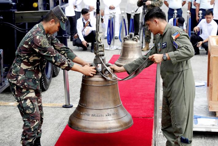 На Филиппины вернули колокола / Reuters