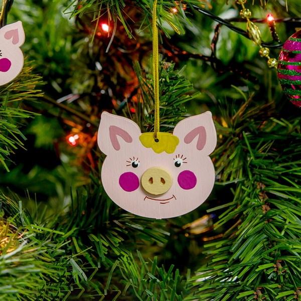 Фигурки Свиньи можно вырезать самостоятельно из плотной бумаги / glamadvice.ru