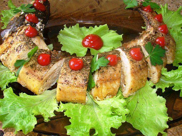 Для любителів риби фарширована щука - ідеальний варіант для новорічного столу / фото Польза иВред.ru