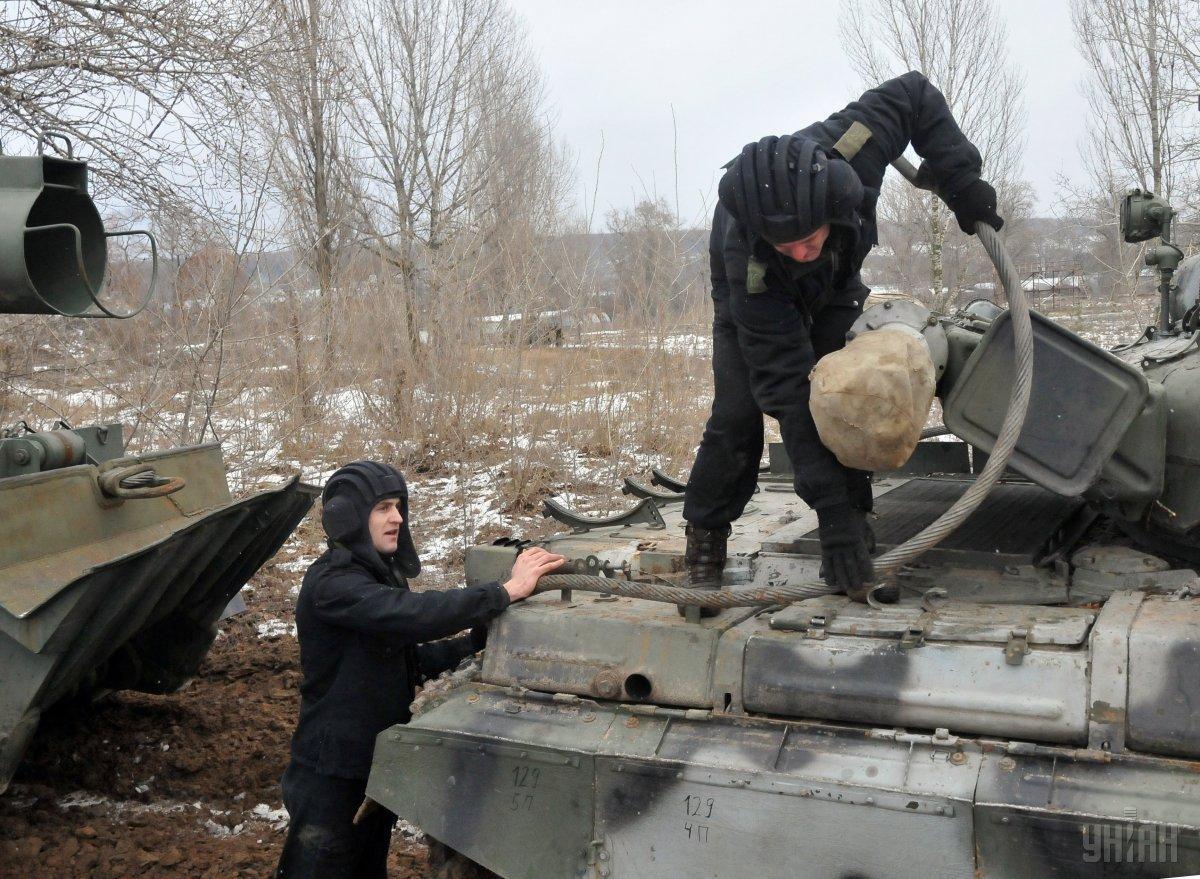 Украинские защитники продолжают контролировать противника на линии соприкосновения / фото УНИАН