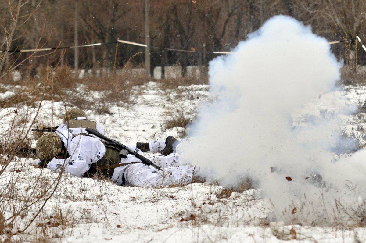 Опорні пункти українських військ було обстріляно з гранатометів різних систем / фото УНІАН
