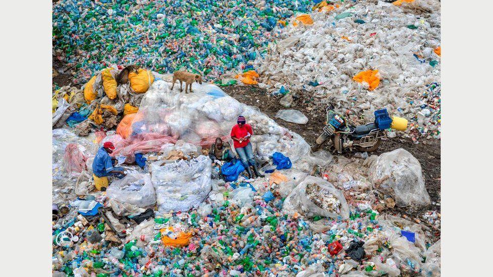 Звалище Дандора #3, переробка пластика, Найробі, Кенія, 2016 рік: ця звалище - одна з найбільших у світі \ Фото Едварда Буртинского