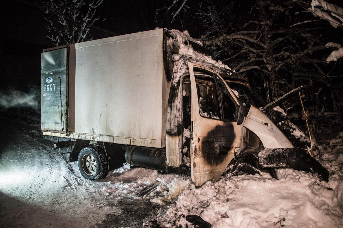 На ВДНХ в автомобиле заживо сгорел мужчина / фото Сергей Марченко / Информатор