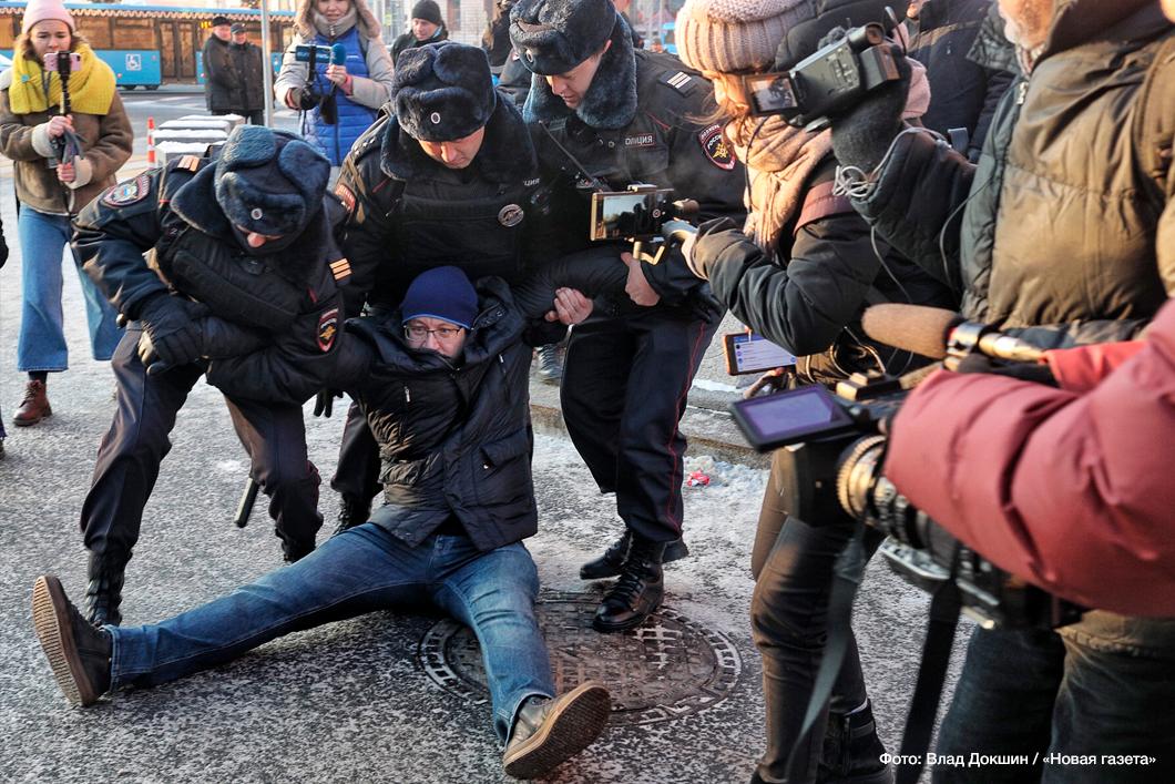 """Изначально активисты планировали провести акцию «Марш за мир. Против насилия» / фото Влад Докшин, """"Новая газета"""""""