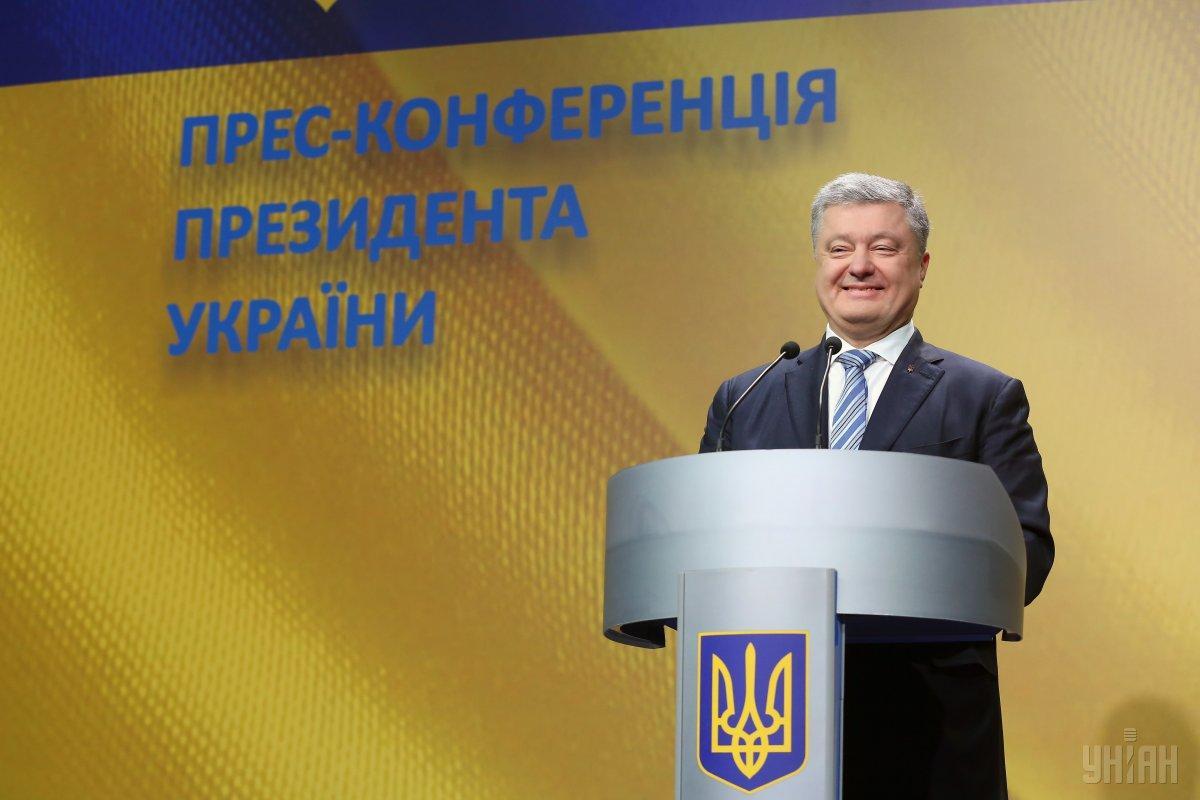 Порошенко підписав договір про передачу своєї частки в корпорації Roshen незалежного трасту / УНІАН