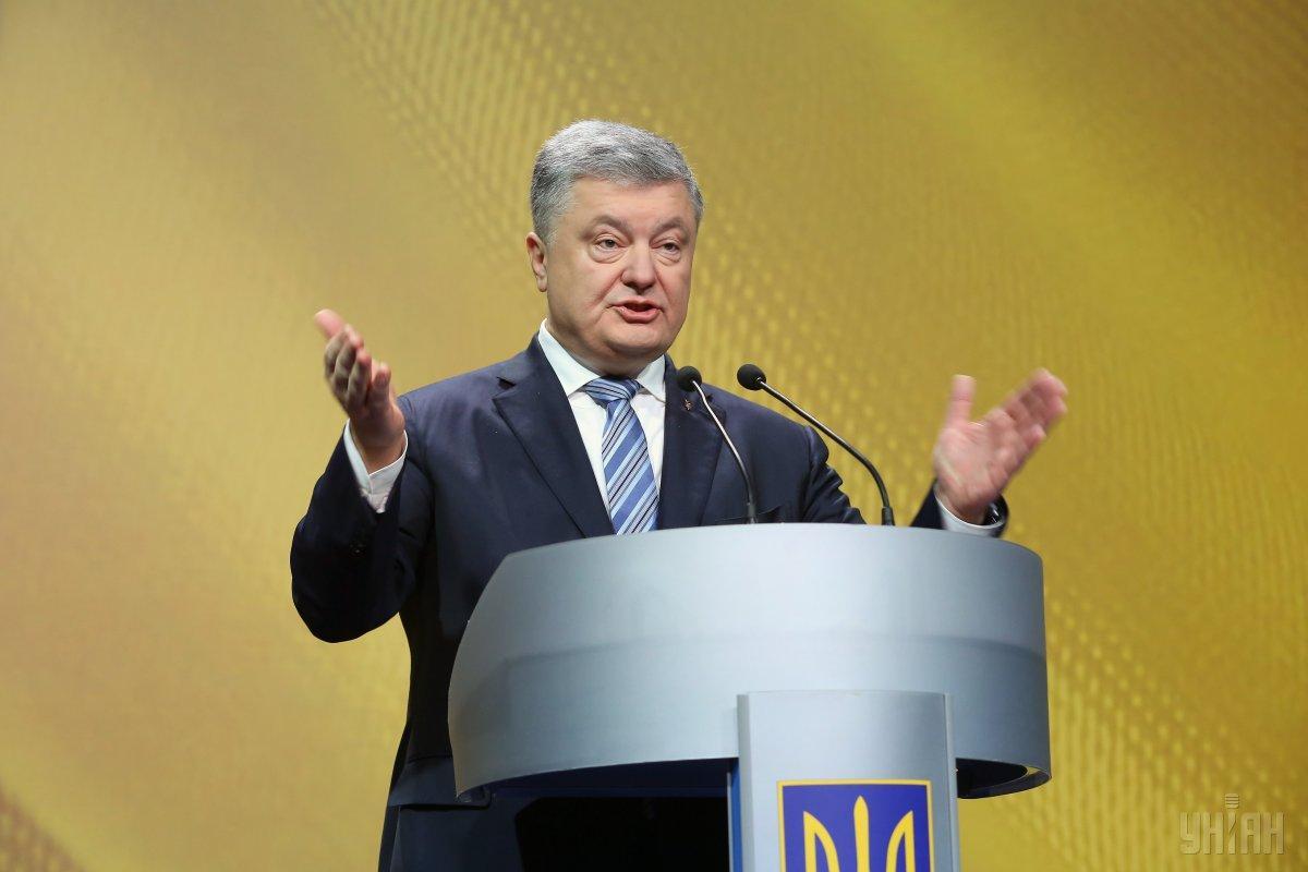 О своем решении президент заявил во время форума в столице / фото УНИАН
