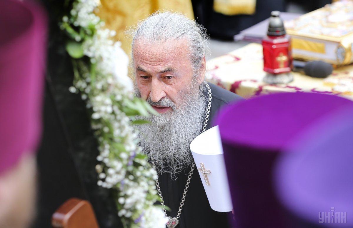 Митрополит Онуфрий готовится к совершению божественной пасхальной службы / фото УНИАН