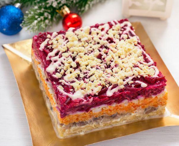 """Для приготовления """"шубы"""" лучше подобрать большое и плоское блюдо / gotovim-doma.ru"""