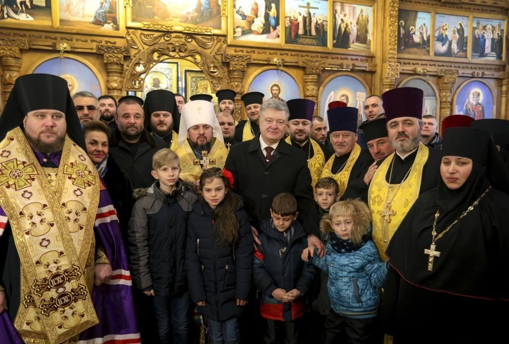 Президент подписал закон, который позволит переименовать УПЦ МП / фото facebook Юрий Бутусов