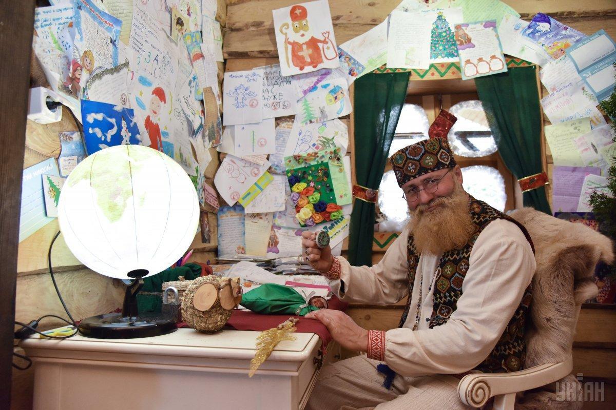 Серед дітейвстановилася традиція писати святому Миколі листа / фото УНІАН