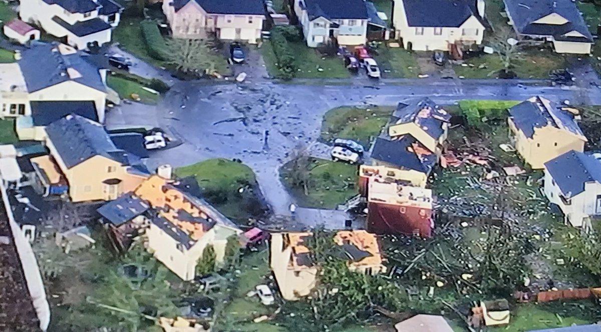 V Amerikanskom Shtate Vashington Pronessya Razrushitelnyj Tornado
