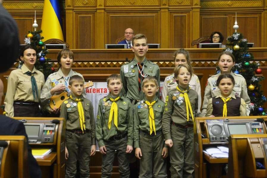 Вифлеемский огонь принесли в Раду / rada.gov.ua