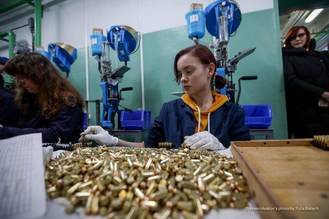 З часом Україна зможе почати експорт патронів / фото Arsen Avakov