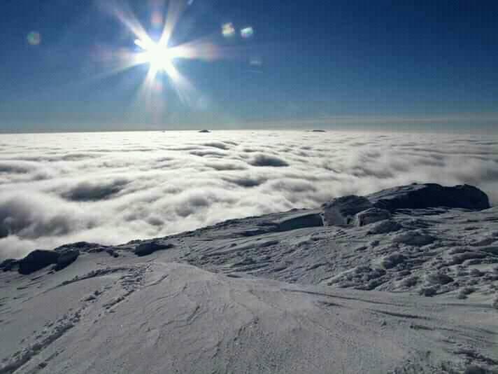 Зустріч Нового року десь на вершині гори ви точне не забудете / Фото facebook.com/lavyny.official